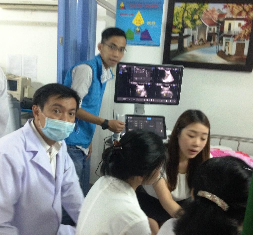 Medic van hanh may sieu am RS80A SAMSUNG 1